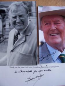 Robert Hardy signierte Fotos